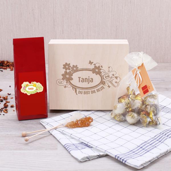 Persönliches Geschenkset mit Tee, Kandissticks und Pralinen