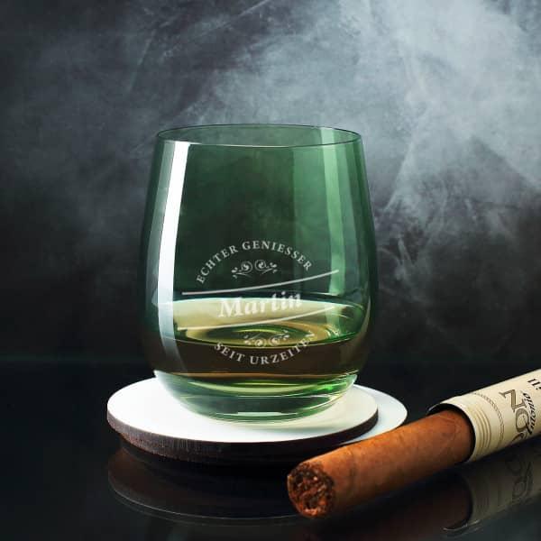 Grünes Whiskeyglas für Genießer graviert mit Name