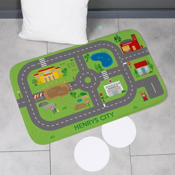 Spielteppich für unterwegs - Stadt mit Baustelle und Wunschtext 76x48cm