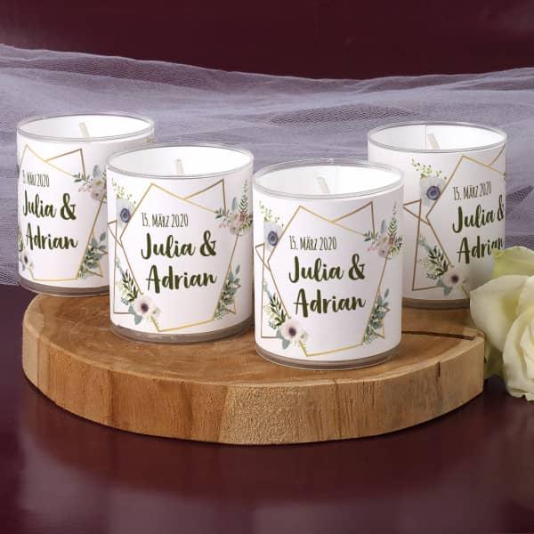 Tischdeko 4 kleine Kerzen zur Hochzeit mit Blüten, Namen und Datum