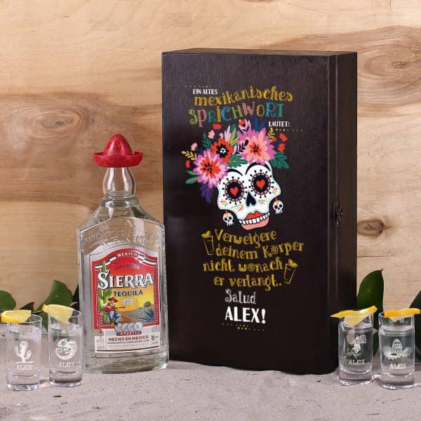 Tequila Geschenk-Set mit 4 gravierten Tequila-Shots in bedrucker Holzkiste mit Tequila Flasche