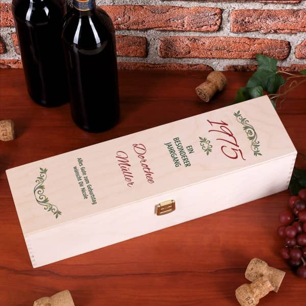 Holzkiste für Wein mit Aufdruck - ein besonderer Jahrgang