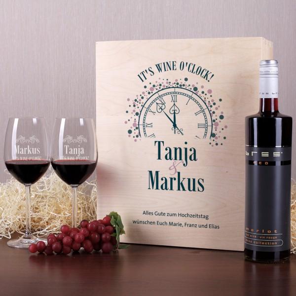 Wein Geschenkset Wine o'clock gravierte Weingläser Flasche Wein