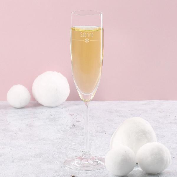 Schlichtes Sektglas mit Schneeflocken Gravur