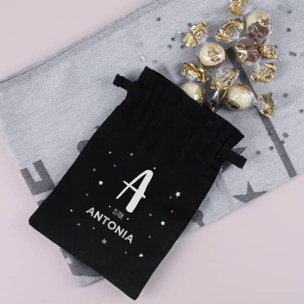 Schokokugeln im Geschenksack mit Name und Initiale