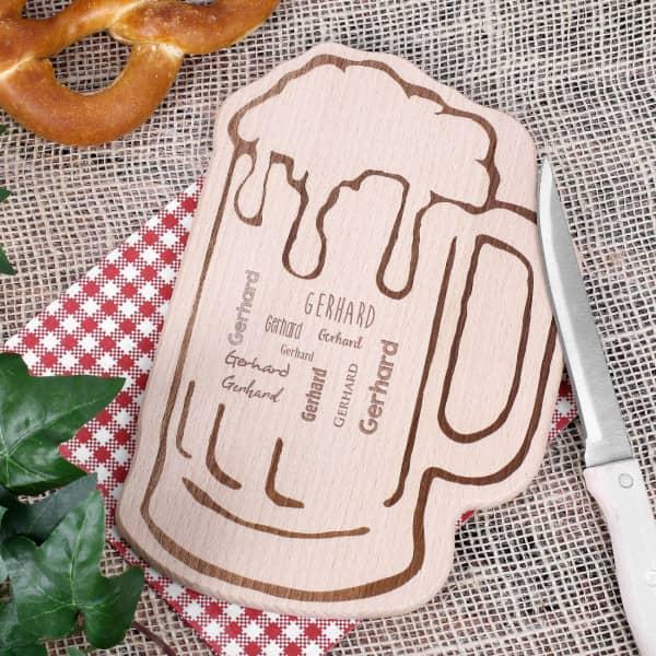 Holzbrettchen in Bierkrug Form für Männer