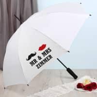 Mr und Mrs Regenschirm in Weiß mit Namensaufdruck