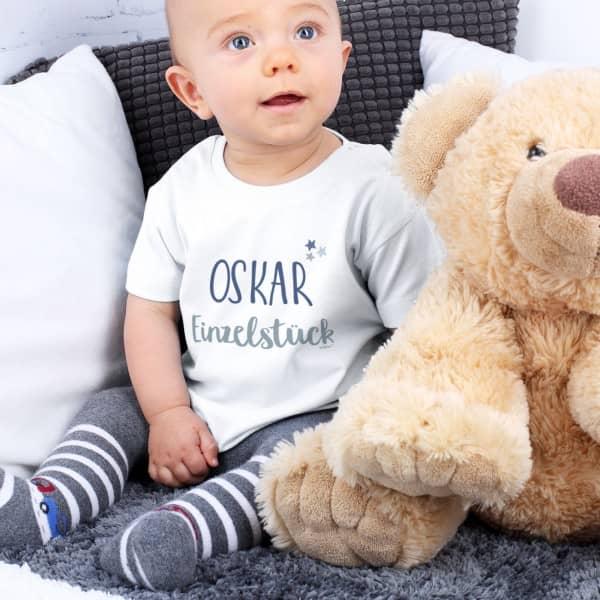 Weißes T Shirt für Babys mit Name Einzelstück
