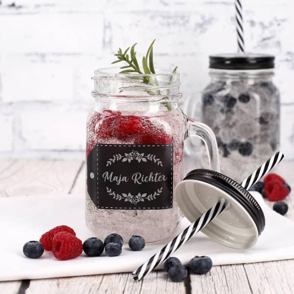 Trinkglas mit floralem Motiv und Wunschname graviert