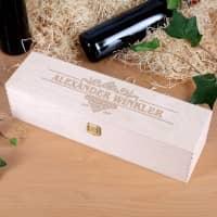 Weinverpackung aus Holz mit Namen und Geburtsjahr