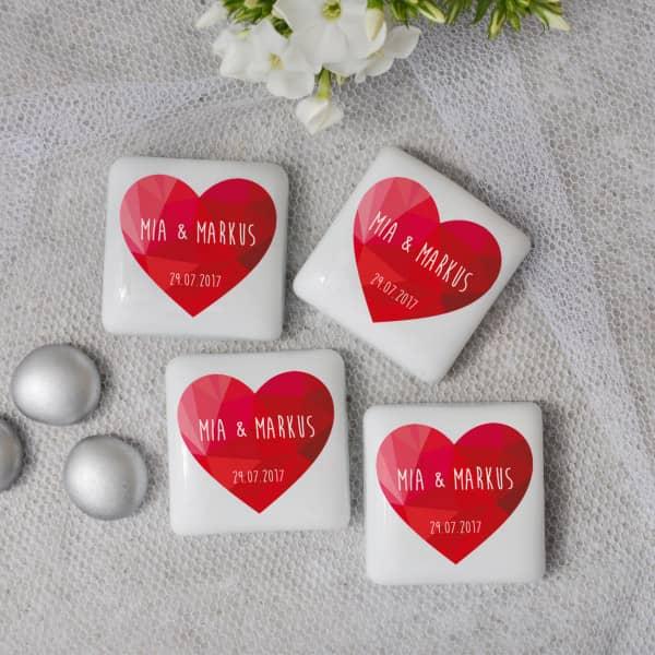 4 quadratische Steine für Ihre Hochzeitsdeko mit Namen und Datum in weiß
