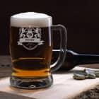 Gravierter Bierkrug mit Motiv, Wunschnamen und Geburtsjahr