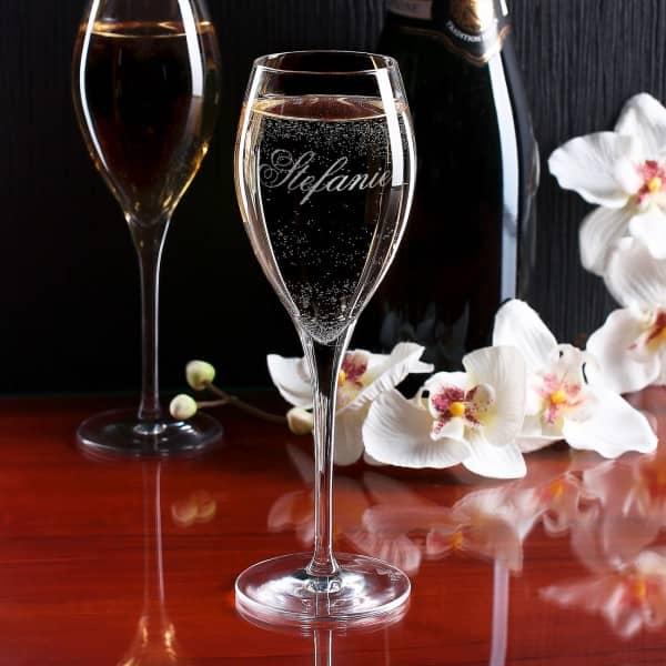 Champagnerglas mit Gravur Ihres Wunschnamens in feiner Schreibschrift