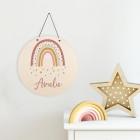 Holzschild mit Regenbogenmotiv und Name für Mädchen