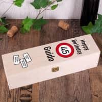 Wein-Geschenkbox zum Geburtstag mit Achtung Verkehrszeichen, Alter und Name