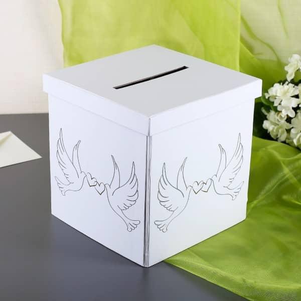 weiße Briefbox mit Tauben zur Hochzeit
