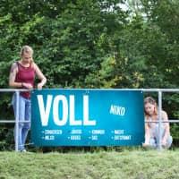 Großes Volljährig Banner in Blau mit Namensaufdruck