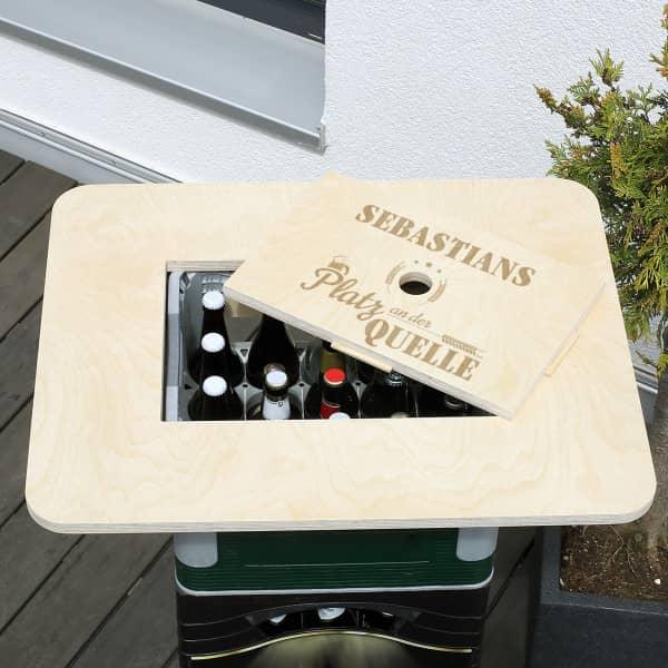 Platz an der Quelle - Bierkastentisch mit Ihrem Wunschnamen