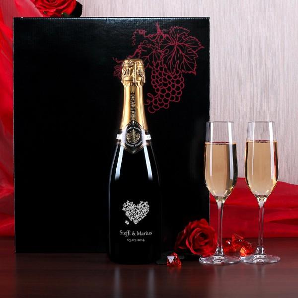 Champagnerset mit zwei Sektgläsern zur Hochzeit, Herz aus Blüten