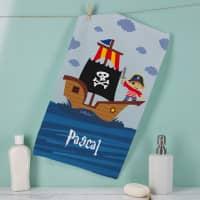 Piratenhandtuch in zwei Größen mit Name bedruckt