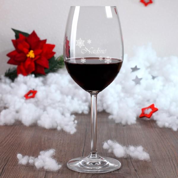 Weinglas mit Schneekristallen und Wunschgravur