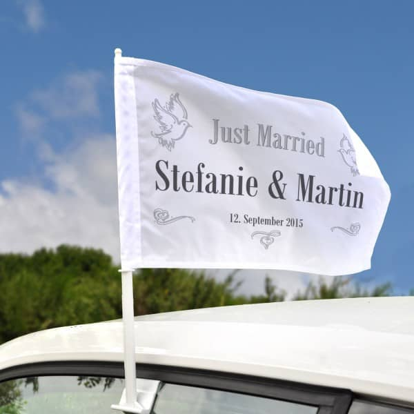 Hochzeitsfahne für Autos mit Tauben Namen und Datum