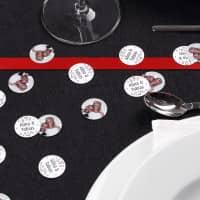 Tischdekoration zur Hochzeit - Fotokonfetti mit Namen und Herzen
