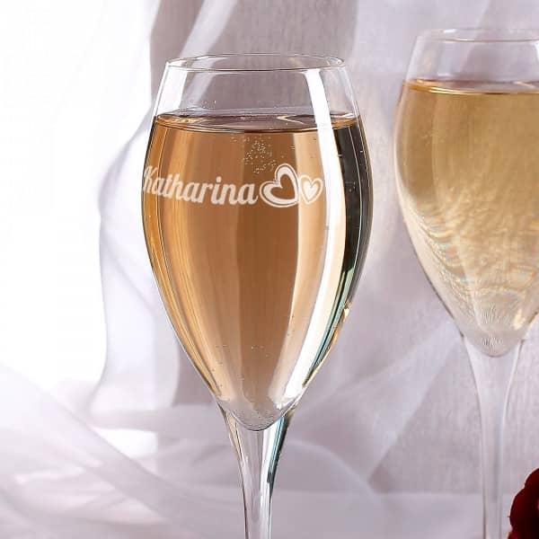 Champagnerglas mit Herzen und Wunschname graviert