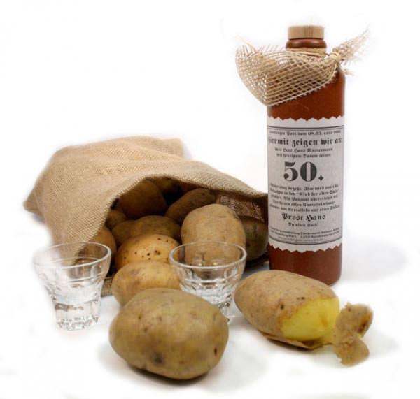 Kartoffelschnaps zur Aufnahme in den Club der alten Säcke