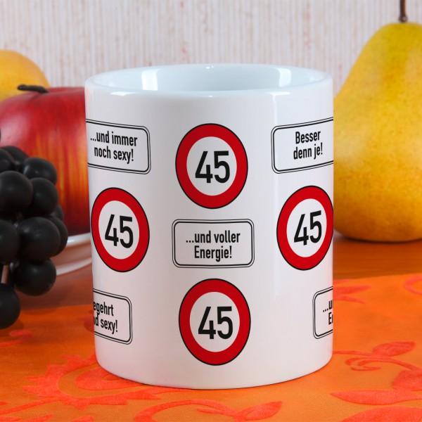 große Kaffeetasse zum 45. Geburtstag mit Verkehrszeichen 45