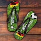 Sandalen als Fußballschuhe für die Couch mit Ihrem Wunschnamen