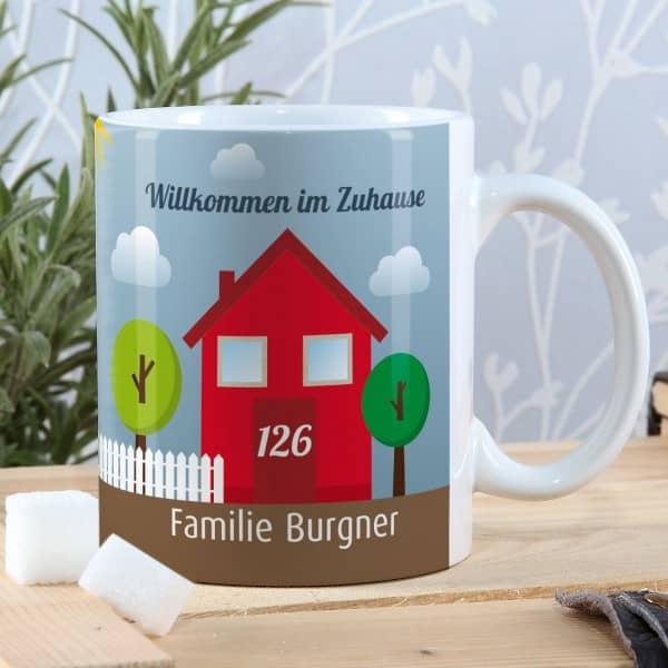 Einzugsgeschenk Tasse - Willkommen im Zuhause - mit Namen und Hausnummer