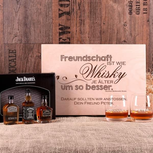 Whiskey-Set mit 3 Jack Daniel`s Whiskyflaschen, 2 gravierten Whiskeygläser und einer bedruckten Holzbox.n