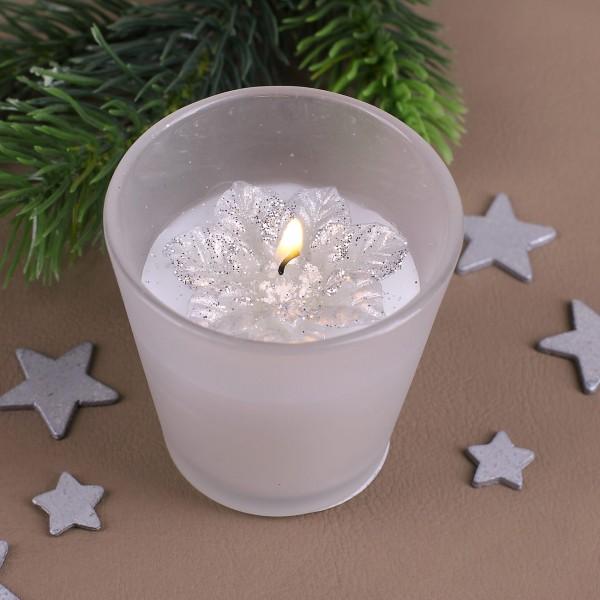 Kerze im gefrosteten Glas mit Weihnachtsstern