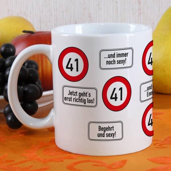 große Kaffeetasse zum 41. Geburtstag mit Verkehrszeichen 41
