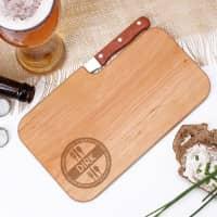 Holzbrett mit integriertem Messer und graviertem Vornamen