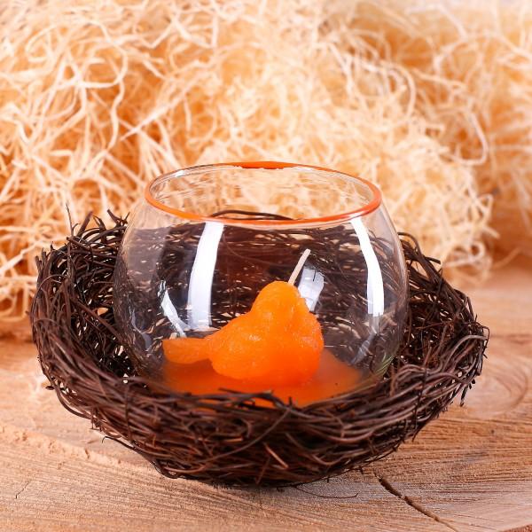 Osternest mit Windlicht und Kükenkerze in orange