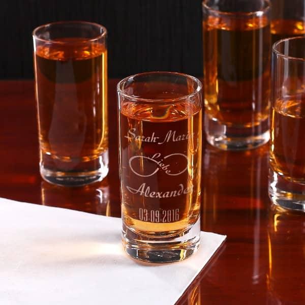 Schnapsglas zur Hochzeit mit Gravur unendliche Liebe, Namen und Datum