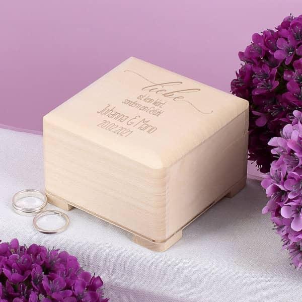 Ringschachtel aus Holz graviert mit Namen und Datum zur Hochzeit
