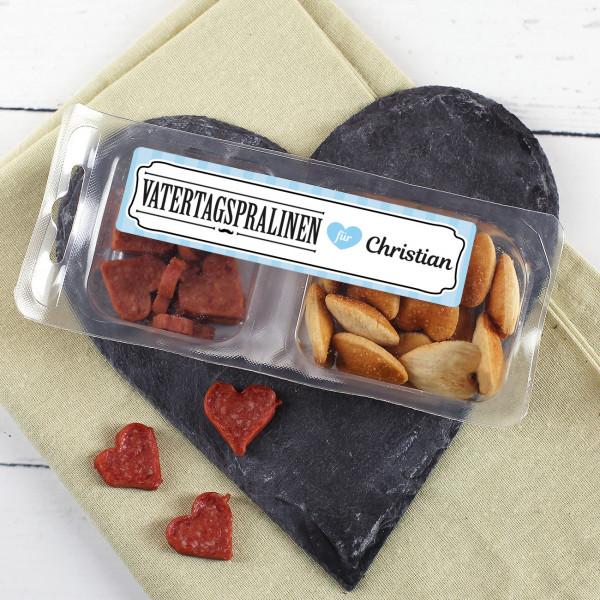 Vatertags Snack Box mit Salami und Salzgebäck in Herzform
