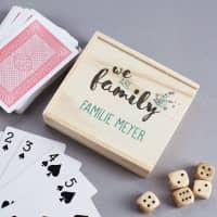 Spielebox aus Holz mit Kartenspiel und Würfeln - We are Family