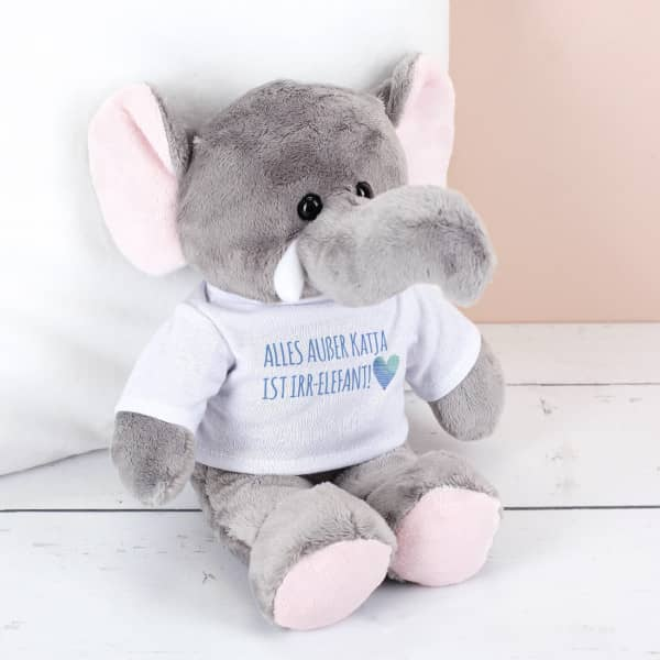 Kuscheliger Elefant mit T-Shirt