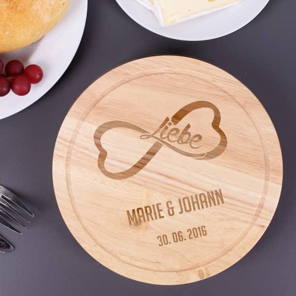 Unendliche Liebe Holzbrett mit Käsebesteck und persönlicher Gravur