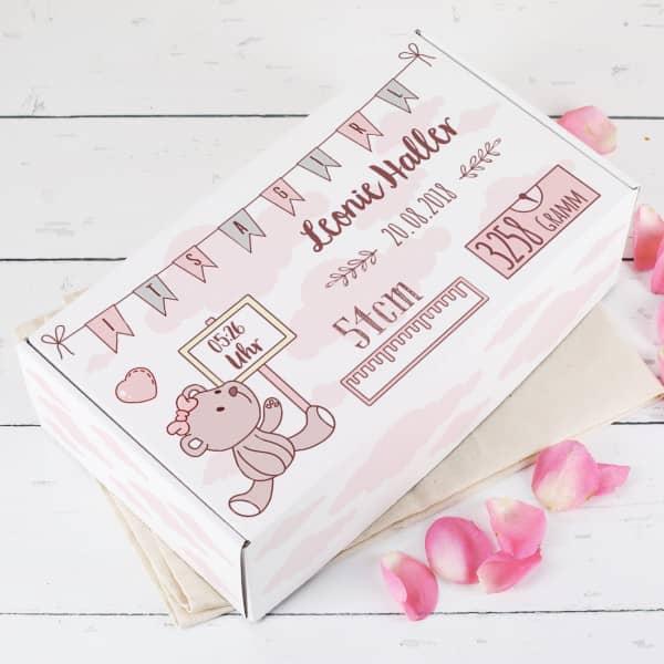 Geschenkbox mit Teddy in rosa zur Geburt