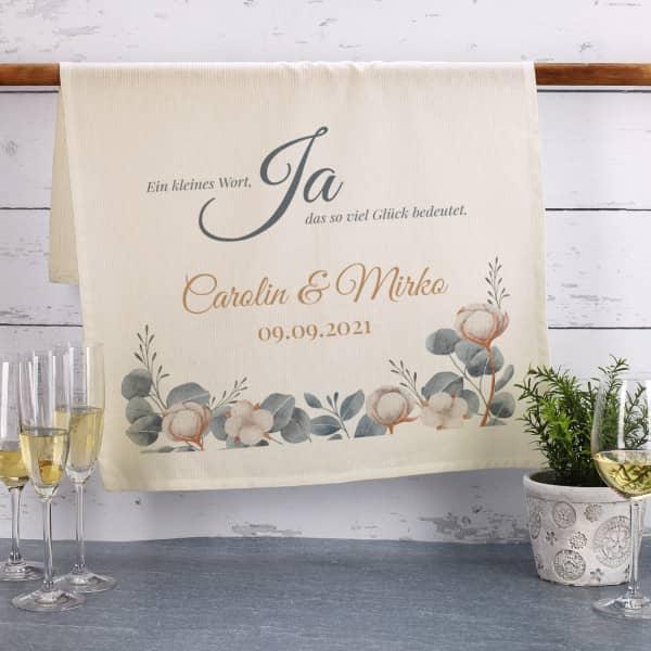 Naturfarbenes Geschirrtuch zur Hochzeit personalisiert mit Namen und Datum