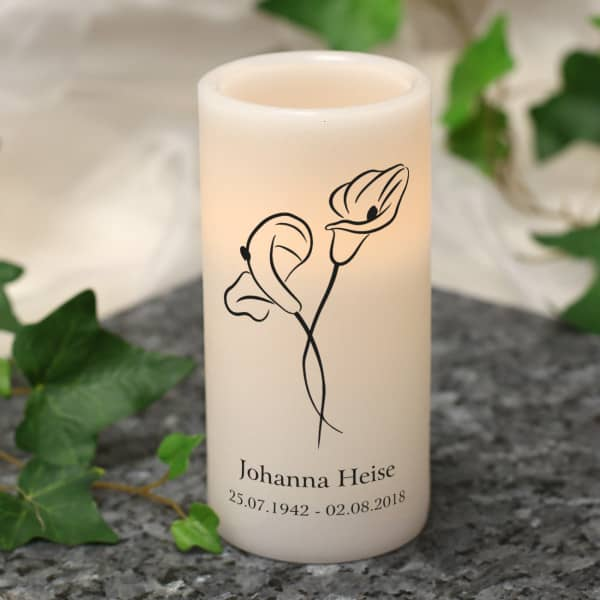 Personalisierte LED-Kerze mit Blumen und Wunschname
