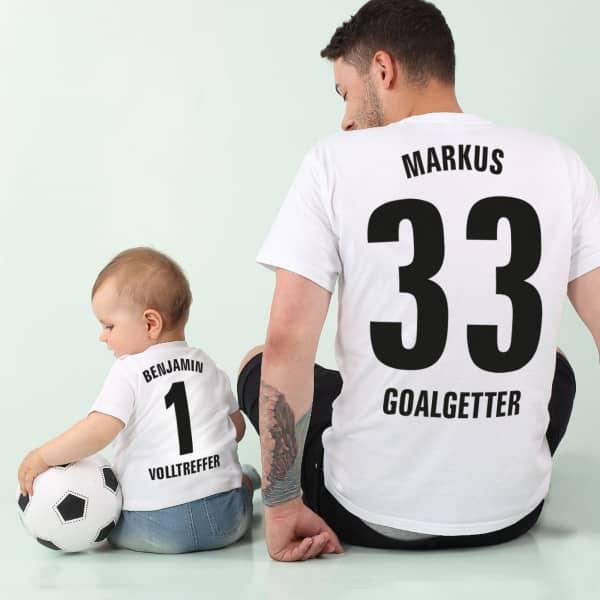 T-Shirts im Partnerlook für Vater und Sohn im Fussballtrikot Stil mit Wunschtexten und Zahl