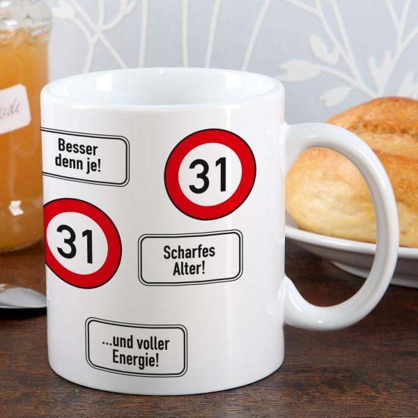 große Kaffeetasse zum 31. Geburtstag mit Verkehrszeichen 31