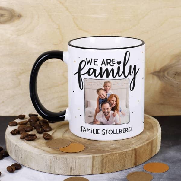 Individuellfotogeschenke - We are family Fototasse mit Ihrem Wunschtext - Onlineshop Geschenke online.de