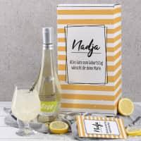 Alkoholfreier Cocktail im Set mit Box, graviertem Glas und Postkarte